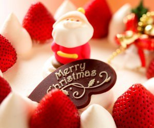 Merry Christmas Strawberry Dessert Wallpaper