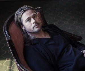 Brad Pitt Sitting On Chair Wallpaper