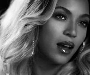 Beyonce in Black & White Wallpaper