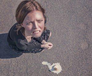 Girl drops her ice cream Wallpaper