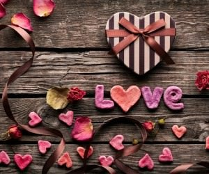 Romantic Gift Wallpaper